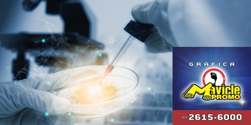 A GSK usam a tecnologia para melhorar o desenvolvimento de medicamentos   Guia da Farmácia   Imã de geladeira e Gráfica Mavicle Promo