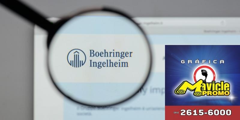 A Boehringer há a associação para novas terapias para tratamento de distúrbios psiquiátricos   Imã de geladeira e Gráfica Mavicle Promo